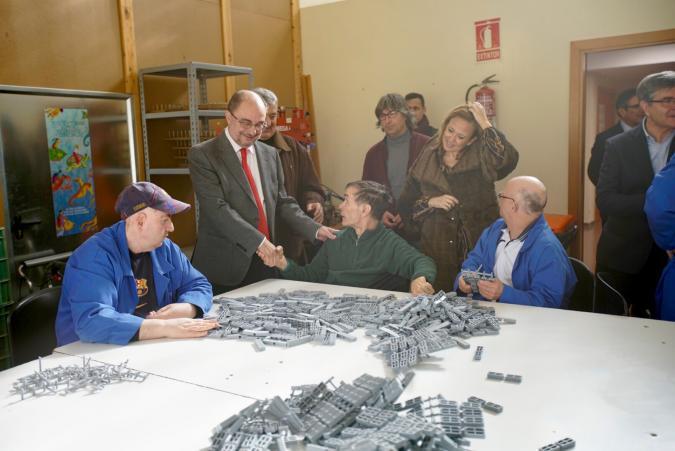El presidente de Aragón visita los centros de ATADI en la capital turolense