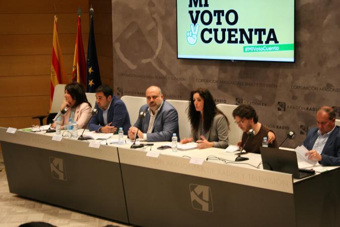 Candidatos y candidatas, en el encuentro celebrado en la CARTV